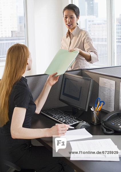 Unternehmerinnen am Arbeitsplatz