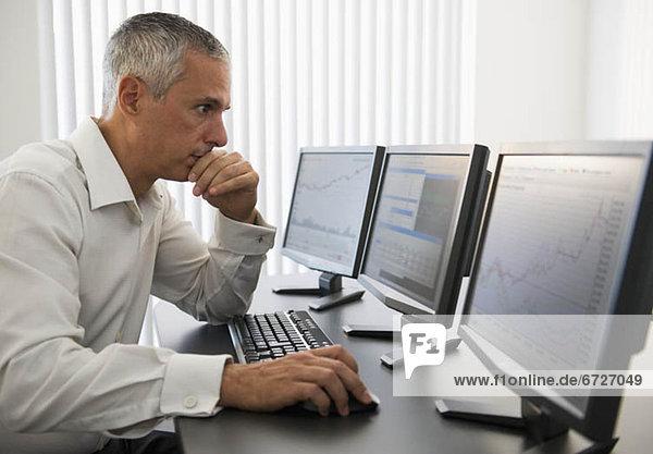 Computer Geschäftsmann arbeiten
