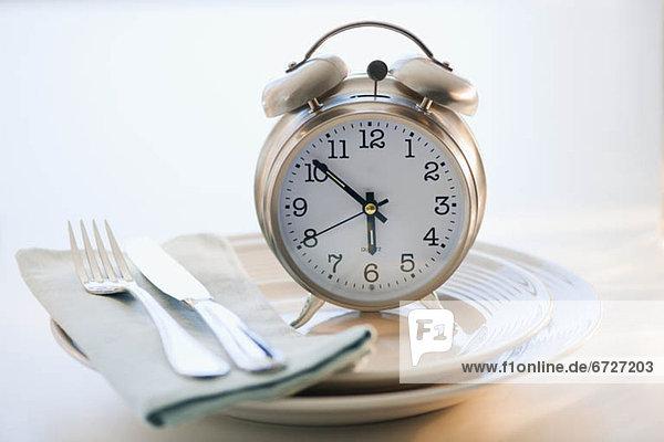 Uhr  Teller  alarmieren