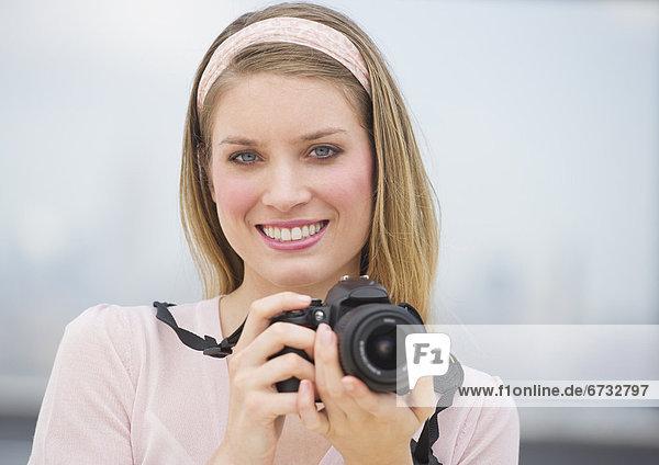 Portrait  Frau  lächeln  halten  jung