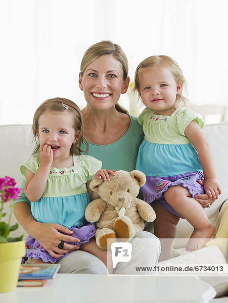 Portrait  Couch  Tochter  2-3 Jahre  2 bis 3 Jahre  Mutter - Mensch