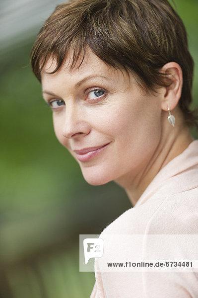 Portrait reife Frau lächelnd