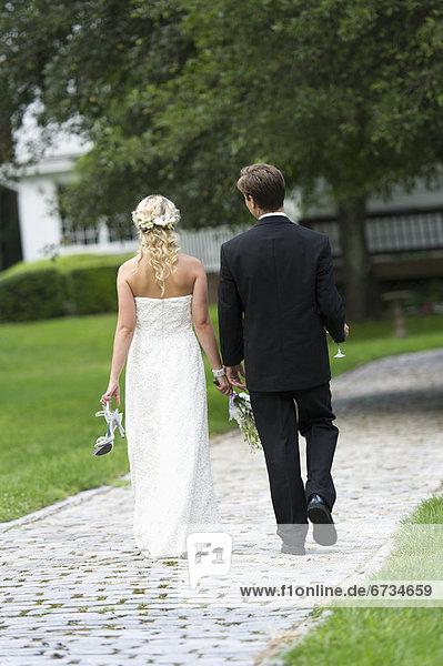 Zusammenhalt  Ehepaar  gehen
