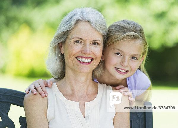 Portrait  Enkeltochter  Großmutter  10-11 Jahre  10 bis 11 Jahre
