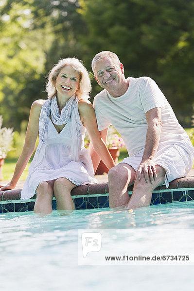 Senior Senioren Portrait Ecke Ecken Schwimmbad