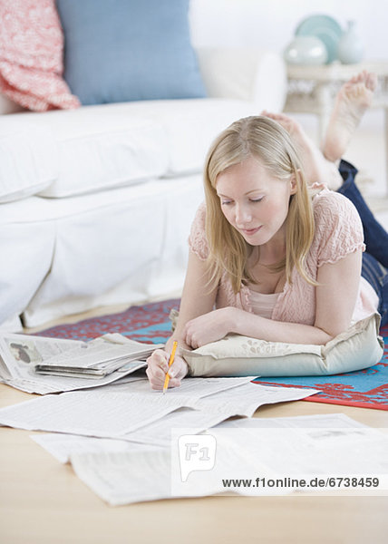 Frau  Zeitung  vorlesen