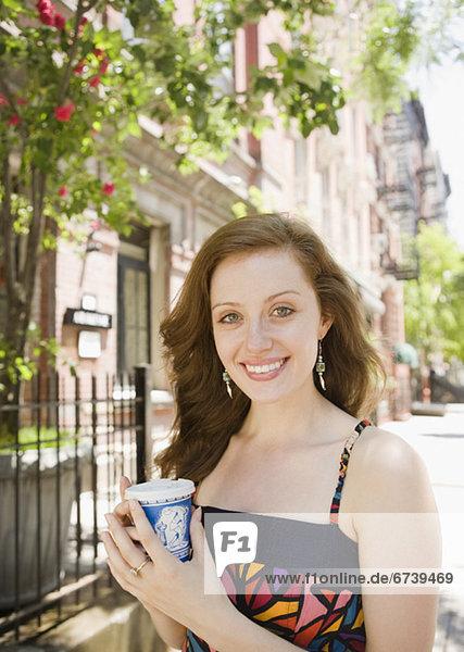 Städtisches Motiv  Städtische Motive  Straßenszene  Straßenszene  Frau  Tischset  trinken  Kaffee