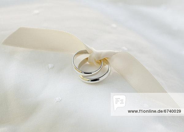 Hochzeit  Band  Bänder  binden  2