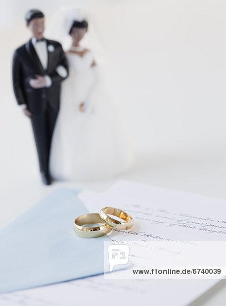 Braut  Bräutigam  Hochzeit  Kuchen  Urkunde