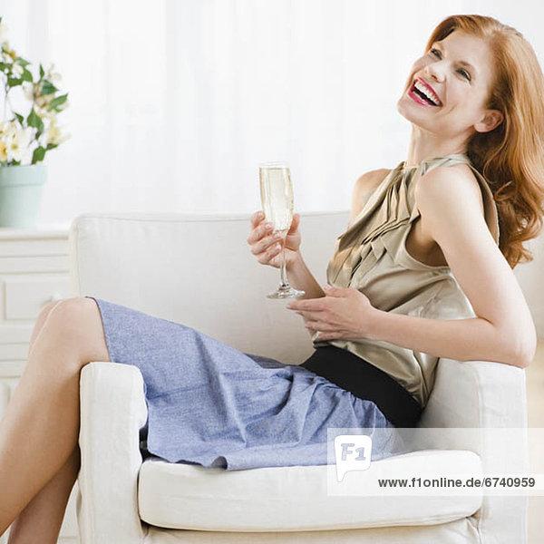 Frau trinken Champagner