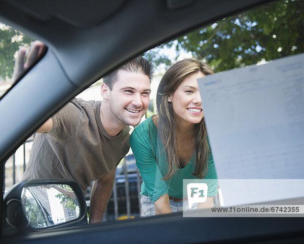 Fenster  lächeln  Auto  fahren  Werbung