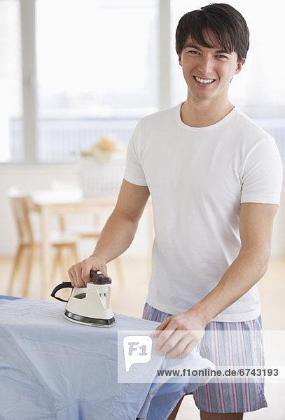 Bügeleisen Mann Hemd