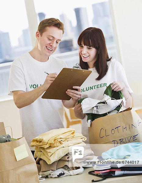 Organisation  organisieren  fahren  Kleidung  Freiwilliger