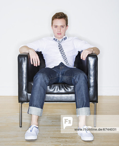 sitzend  Portrait  Mann  Sessel
