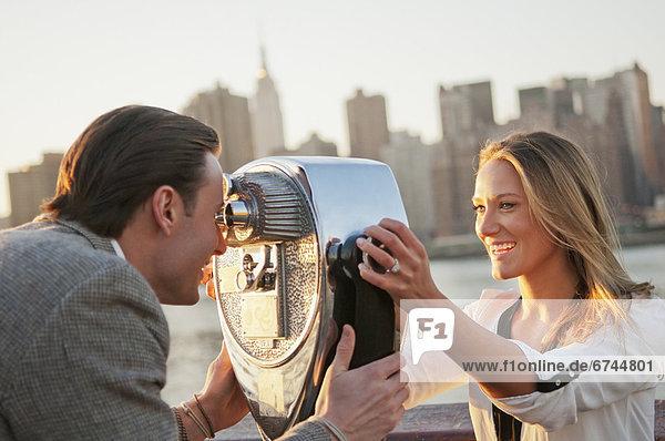 Vereinigte Staaten von Amerika USA sehen blättern Fernglas New York City jung Geldmünze