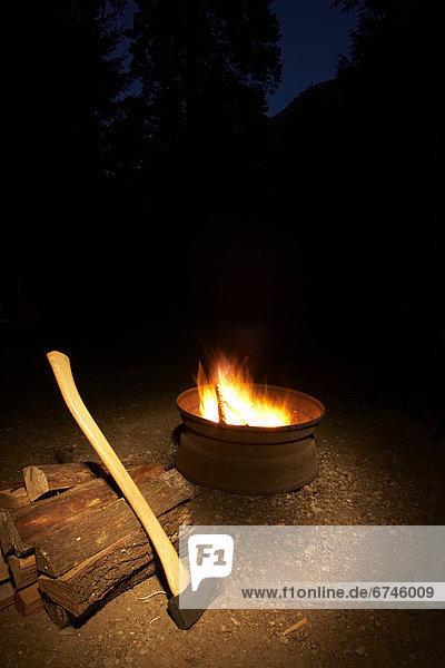 Stapel Axt camping Holz Feuer British Columbia Zeche Felssäule
