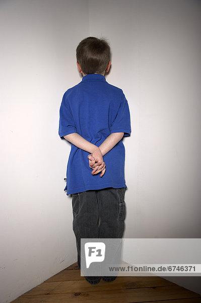 Ecke  Ecken  stehend  Junge - Person