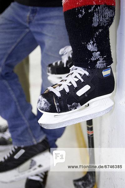 Rollschuh  Junge - Person  Eis  Eisbahn