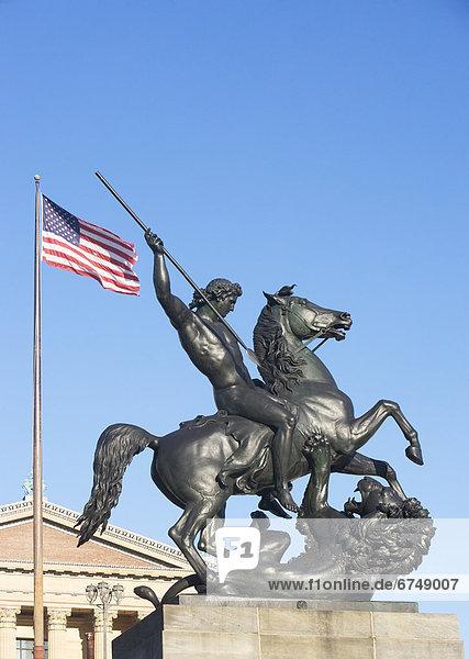 Vereinigte Staaten von Amerika  USA  niedrig  Kunst  frontal  Museum  Statue  Ansicht  Flachwinkelansicht  Winkel  Pennsylvania  Philadelphia