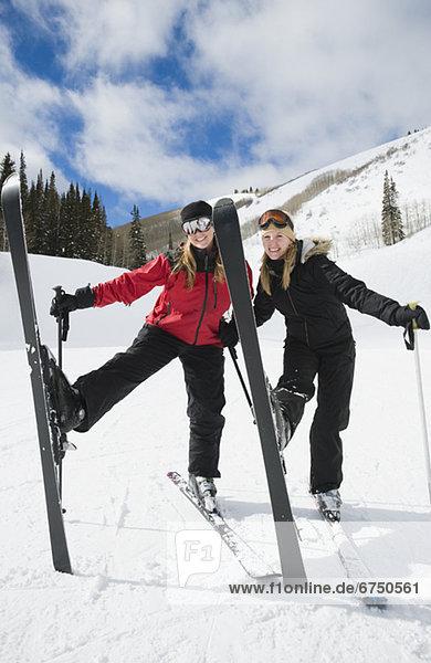 hoch  oben  stehend  Frau  Ski