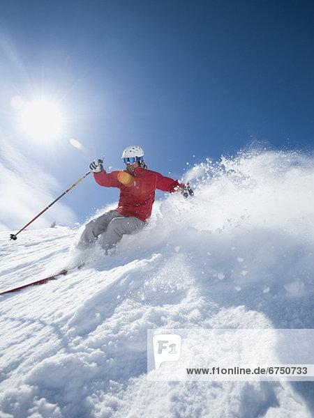 Mann  Skisport  Skiabfahrt  Abfahrt