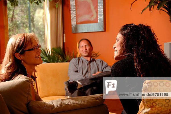 sprechen  Freundschaft  Zimmer  Wohnzimmer