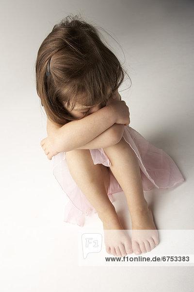 sitzend  Boden  Fußboden  Fußböden  Mädchen  Ballettröckchen