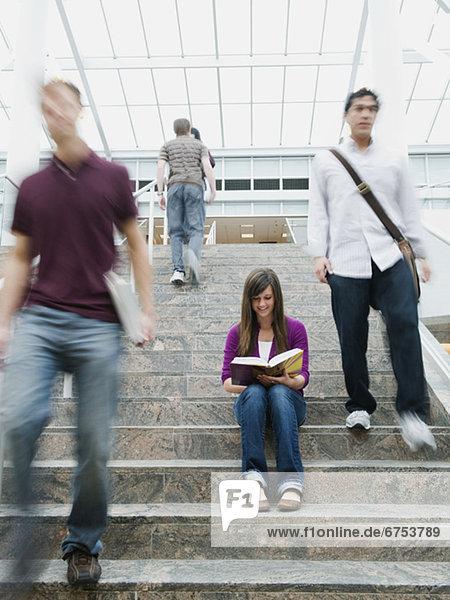 Stufe  frontal  Bibliotheksgebäude  Student  Hochschule