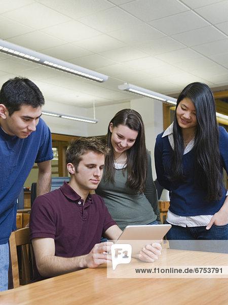 sehen  Buch  Student  Elektronik  Hochschule  Taschenbuch