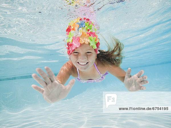 Unterwasseraufnahme schwimmen 5-9 Jahre 5 bis 9 Jahre Mädchen
