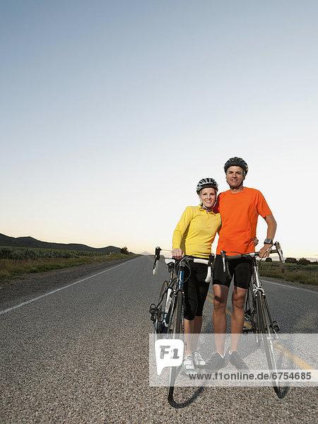 leer  Portrait  Pose  Fahrradfahrer  Fernverkehrsstraße