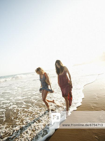 Attraktivität  Frau  gehen  Strand  Sand  jung