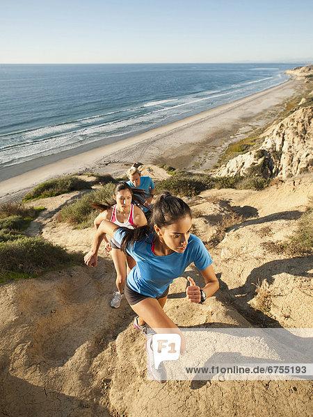 Vereinigte Staaten von Amerika  USA  Mensch  Menschen  Küste  Meer  joggen  3  vorwärts  Kalifornien  San Diego