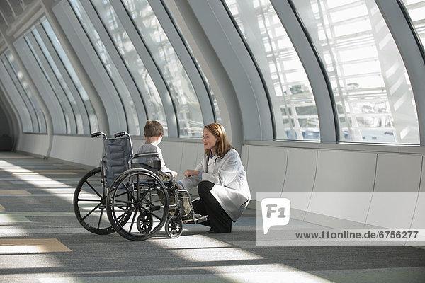 Vereinigte Staaten von Amerika  USA  sprechen  Junge - Person  Arzt  Virginia  5-9 Jahre  5 bis 9 Jahre  Virginia Beach  Rollstuhl