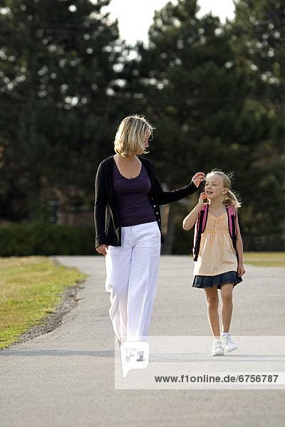gehen  Tochter  Mutter - Mensch  Ontario  Toronto