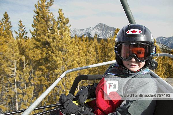 hoch  oben  Skifahrer  Stuhl  Junge - Person  heben  fahren