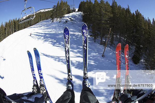 Ski  sehen  Stuhl  heben  Paar  Paare  Ansicht  3