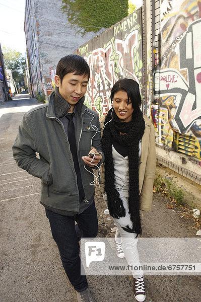zuhören  Gasse  Spiel  jung  MP3-Player  MP3 Spieler  MP3 Player  MP3-Spieler  Graffiti  Ontario  Toronto