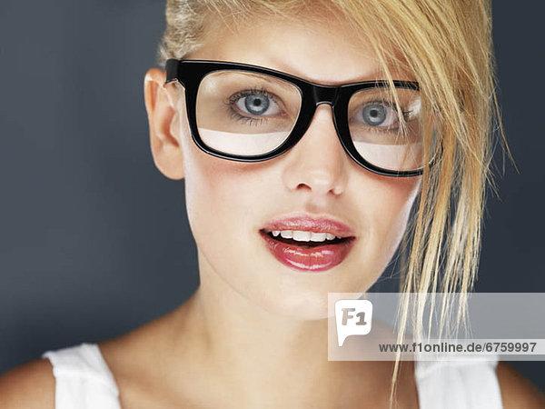 blond  Frau  Lippenstift  Kleidung  glänzen