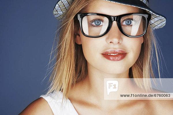 Sonnenhut  blond  Frau  Kleidung  Sonnenbrille