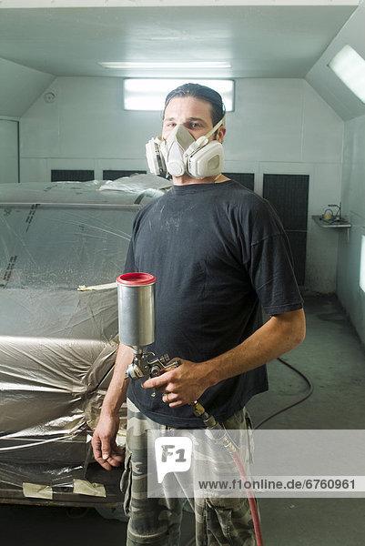 Portrait  Spritzer  Laden  Mechaniker  Farbe  Farben  Auto  Laval  Quebec  bemalen  Quebec