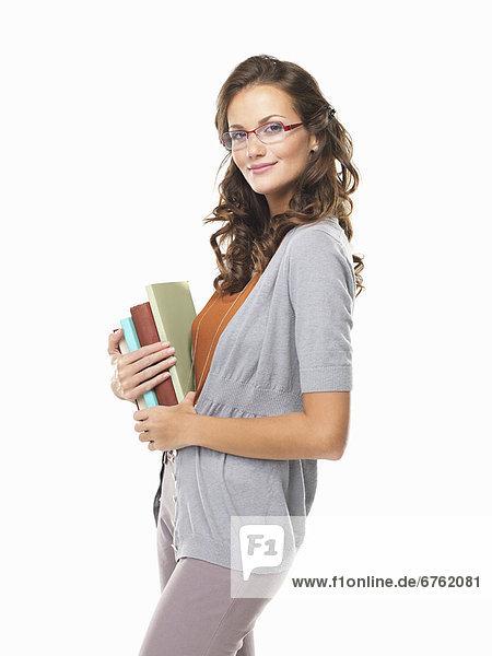 Portrait  Frau  Buch  lächeln  halten  Studioaufnahme