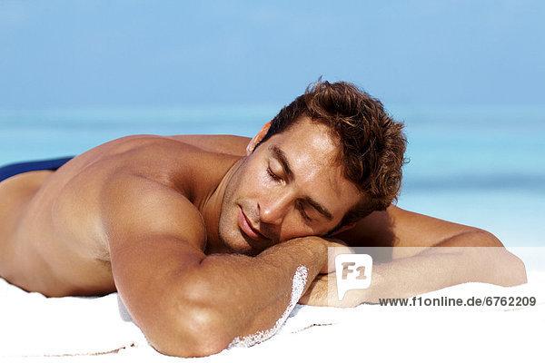 Mann  nehmen  Strand  Attraktivität  sonnenbaden  sonnen