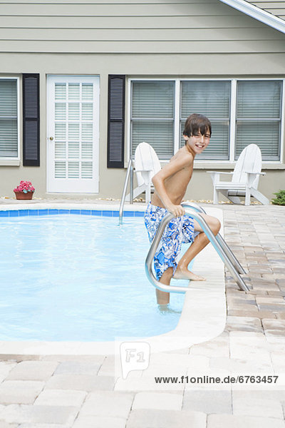 Junge - Person Schwimmbad großer Sprung