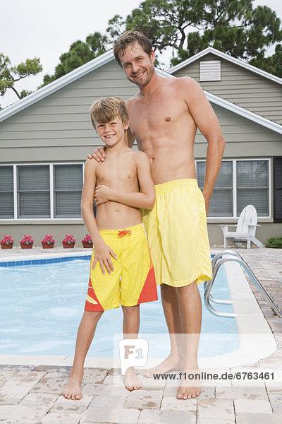 Pose Menschlicher Vater Sohn Schwimmbad