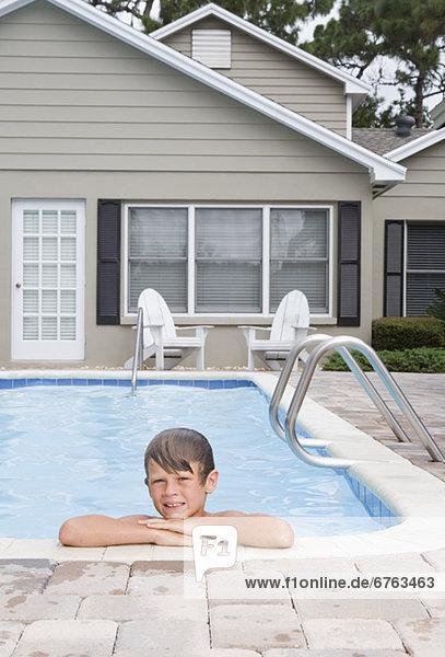 angelehnt Ecke Ecken Junge - Person Schwimmbad