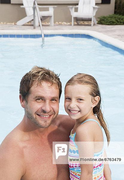 Pose Menschlicher Vater Schwimmbad Tochter