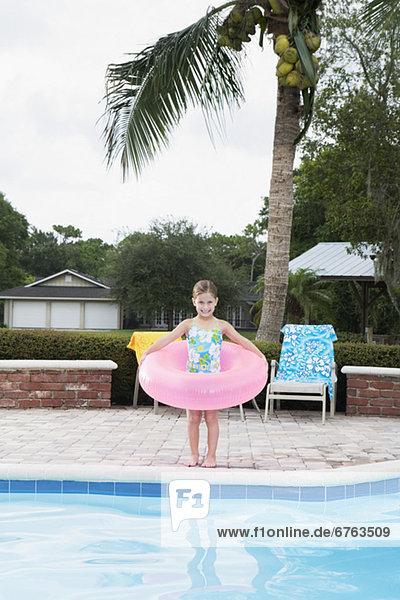 stehend Ecke Ecken aufblasen Schwimmbad Mädchen klingeln