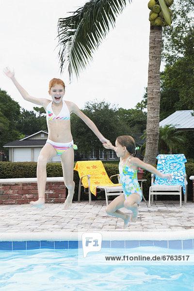 springen Schwimmbad Mädchen