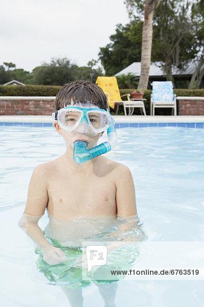 Junge - Person schnorcheln Schwimmbad